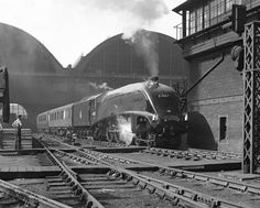 """A4 Pacific 60017 'Silver Fox' at Kings Cross Station 1952.© National Railway Museum and SSPL"""""""