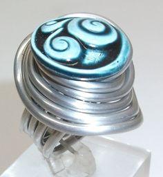 Aluminium-Ring mit Kopfmuster Ring Gr 16,6 mm  von Atelier Regina auf DaWanda.com