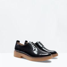 LEREN DERBY COMBI van Zara - http://www.zara.com/nl/nl/dames/schoenen/leren-derby-combi-c269191p2012539.html