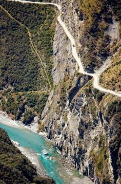 The world's most dangerous roads: Skippers Road, near Queenstown, The South Island, New Zealand Scary Places, Places To See, Beautiful Roads, Beautiful Places, Dangerous Roads, New Zealand South Island, Canyon Road, Winding Road, Roadtrip