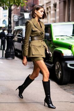 14 Ways Celebrities Are Styling the Coolest Fall Boot Trends : Popular Celebrity Boots Trends Style Work, Mode Style, 20s Style, Office Style, Fall Outfits, Fashion Outfits, Womens Fashion, Fashion Trends, Fashion Ideas