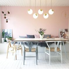 Wowsers - @krea_pernille's new living room makeover is all sorts of amazing!  A blush wall is ALWAYS a good idea if you ask us... Or a blush door - in fact we are off to paint our new shop in our signature door colour this morning!  Progress shots to follow.  #happydays #blushpink #lazysunday