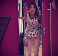 """#Violetta2 A fran no le sale """"Hoy somos mas"""" y Vilu como siempre da mejor amiga,la va a ayudar!! @TiniStoesel"""