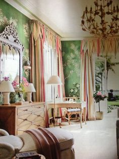 MARIO BUATTA Acknowledged by the Architectural Digest as one of the top interior designers for bold & colorful interiors, Mario Buatta's projects result in unique decors! Find inspirations & ideas with the best designers. Jean Louis Deniot, American Interior, English Interior, Mario Buatta, Apartment Decoration, Romantic Homes, Romantic Bedrooms, Beautiful Interiors, Colorful Interiors