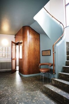 A Corbu swivel armchair in cognac, so nice with the wood in this hall. Architect Frits Schlegel, 1931.