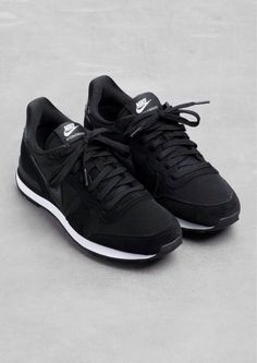 Sneakers nike internationalist shoes online ideas for 2019 Nike Internationalist, Nike Free Run, Nike Free Shoes, Nike Shoes Outlet, Shoe Outlet, Nike Outfits, Estilo Fitness, Basket Noir, Tenis Casual