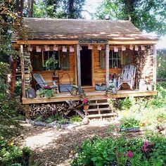 Garden shed house cabin 38 super Ideas Tiny House Cabin, Small Log Cabin, Tiny House Design, Cabin Homes, Log Homes, Little Cabin, Little Houses, Cabins In The Woods, House In The Woods