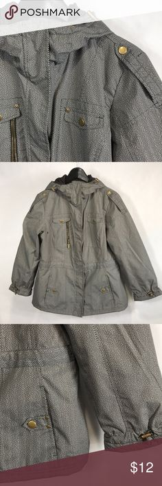 """Medium Weather Tamer Light Rain Jacket Water resistant.  Great for spring or fall - a light weight rain- resistant coat.  19"""" armpit to armpit.  25"""" length. Weather Tamer Jackets & Coats"""