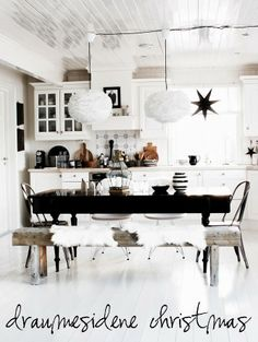 Cute! Love the dining bench.