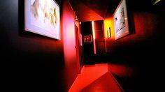 «Love HotelMovements », une série de Margaux Birch, photographe du collectif Prisme Noir http://margauxbirch.com http://prismenoir.com