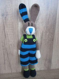 Häkelanleitung Tom Hase                                                                                                                                                                                 Mehr Crochet Diy, Crochet Amigurumi, Crochet For Kids, Amigurumi Doll, Crochet Dolls, Knitting Projects, Crochet Projects, Knitting Patterns, Crochet Patterns