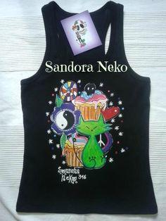 Camiseta pintada a mano. https://www.facebook.com/sandoranekoneko http://sandoraneko.blogspot.com.es/