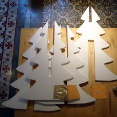 Decoración de árbol de Navidad de porex. Nueva entrada en nuestro blog para recubrir porex con pan de oro. #MWMaterialsWorld #ChristmasTree #ArbolesNavidad #porex #poliestirenoexpandido #eps #expandedpolystyrene