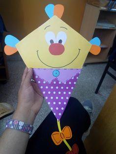 Kite Making, Kindergarten, Airplane Crafts, Diy And Crafts, Arts And Crafts, Paper Plate Crafts For Kids, Kites, Classroom Decor, All Art