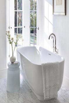 #papapolitis #bathroom #flooring #interior #designing #architecture #bathroominspiration #bathroomideas #bathroomdecor #furnishings #bathroomgoals #designinspiration #interiordecor #bathroomstyle #design #interiordesign #homedecor #homedesign #instahome #homestyling #luxurybath #interiorstyling #instabath #Kallista #faucet #bathtub Interior Styling, Interior Decorating, Interior Designing, Bathroom Goals, Bathroom Ideas, Bathroom Inspiration, Design Inspiration, Luxury Bath, Timeless Elegance