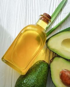 Here you will find the avocado oil benefits for skin and health in general. The recipes with adding avocado oil are mostly salad dressings. Using this product in everyday food will strengthed your health and add to the beauty. Avocado Oil Uses, Avocado Oil Benefits, Lemon Juice Benefits, Butter Substitute, Us Foods, Fat Burning Foods, Oils For Skin, Everyday Food, Budget Meals