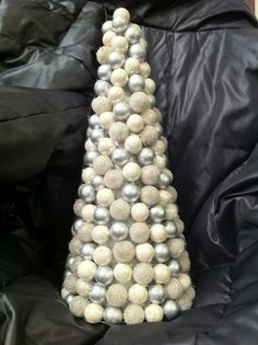 momnivore's dilemma: Diamonds and Pearls Christmas Tree {She's Crafty}