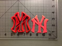 The New York Yankees Cookie Cutter comes in 1 inch, 2 inch, 3 inch, 4 inch, and 5.5 inch size. Most cookie cutters will be in red, but color may vary.