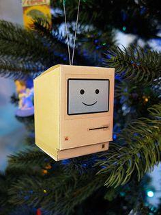 かわいい初代Macintoshのペーパークラフト   林檎のまるかじり