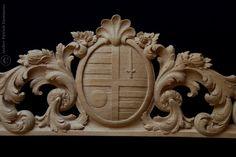 Supraporte | Overdoor carved in oak | Family coat of arms in overdoor element |  Heraldic Woodcarving | http://www.patrickdamiaens.be