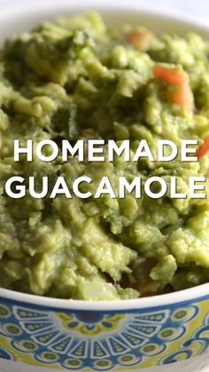 How to make the best homemade guacamole with ripe avocados, fresh lime juice, to. How to make the best homemade guacamole with ripe avocados, fresh lime juice Mexican Dishes, Mexican Food Recipes, Vegetarian Recipes, Cooking Recipes, Healthy Recipes, Cooking Pasta, Vegetarian Lunch, Fish Recipes, Greenbean Casserole Recipe