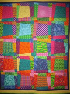 I really like this superb quilt manteles Lap Quilts, Strip Quilts, Scrappy Quilts, Quilt Blocks, Bright Quilts, Colorful Quilts, Quilting Projects, Quilting Designs, Quilting Ideas