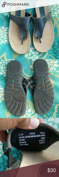 Timberland slip on Very good condition. Wore twice. Perfect fit with jeans, shorts or skirts Timberland Shoes Sandals