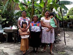 4 generaciones de bordadoras de Aguacatenango.