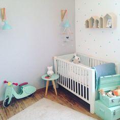 Déco chambre bébé grise et vert menthe