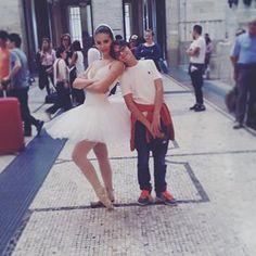 _albanolli_ ♡•BRO AND SIS•♡ #swan #swanlake #loshoppingclassico #ballerina #bro #sis #bronsis #milanocentrale #stazionecentrale #milano #royalacademyofdance #rad