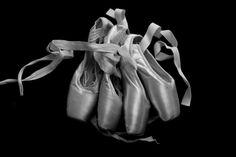 photographie noir et blanc chaussons de danse