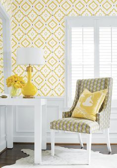 Bright sunshine yellow graphic print Thibaut Bungalow wallpaper with Thibaut Hudson chair in Twisted Chain and decorative pillow in South Sea fabric in yellow Funky Wallpaper, Home Wallpaper, Bungalow, Yellow Interior, Living Spaces, Living Room, Decoration, Sweet Home, New Homes