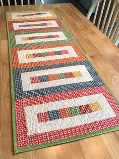 Patchwork Table Runner, Table Runner And Placemats, Quilted Table Runners, Modern Table Runners, Quilt Placemats, Table Topper Patterns, Quilted Table Toppers, Small Quilt Projects, Quilting Projects