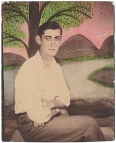 Anon., USA, ca. 1930s Tinted studio portrait, 3 ¾ x 3 ins. (9.5 x 7.5 cm) © Fine Vernacular Photography
