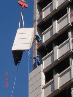 Painéis Fachada de GFRC com Acabamento Granilhado - Produto Industrializado