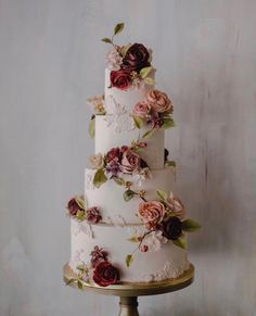 Must see these Gorgeous wedding cakes have got a wow factor - wedding cake , three tier wedding cake big wedding cakes Gorgeous wedding cake inspiration Big Wedding Cakes, Floral Wedding Cakes, Elegant Wedding Cakes, Wedding Cakes With Flowers, Beautiful Wedding Cakes, Wedding Cake Designs, Wedding Themes, Dream Wedding, Wedding Hacks