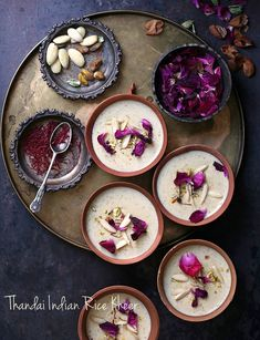 Flavoured delicately, this Thandai Indian Rice Kheer hits all the right notes. Indian Dessert Recipes, Indian Sweets, Indian Recipes, Holi Recipes, Indian Foods, Indian Snacks, Indian Rice Pudding, Rice Kheer, Creme Dessert