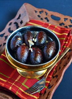 Kala jamun recipe with step by step photos. Kala jamun is a very rich and delicious variety of popular Indian sweet Gulab jamun.There are so many variations in making gulab jamun and kala jamun rec… Indian Desserts, Indian Sweets, Indian Snacks, Indian Dishes, Sweet Desserts, Indian Foods, Easy Indian Sweet Recipes, Indian Beef Recipes, Goan Recipes