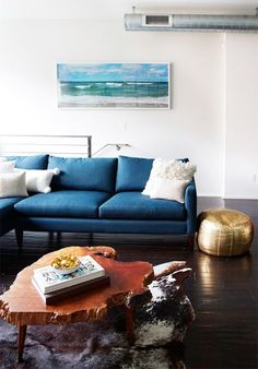 Colorful Sofas That Aren't Neutral Blue Sofa In Living Room With Gold Pouf Eclectic Living Room, Living Room Sofa, Living Room Designs, Living Room Decor, Bedroom Decor, Studio House, Colorful Couch, Blue Couches, Navy Sofa