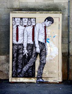 """Human Resources"" Parigi, Francia: nuovo pezzo realizzato dallo street artist francese Levalet."