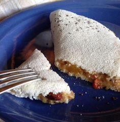 Tapioca funcional: acrescentei semente de chia na goma da tapioca e, no recheio, frutas (maçã, banana e pêssego) cozidas com amêndoa e goji berry.