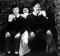 compañeros de juerga Laurel And Hardy, Stan Laurel Oliver Hardy, Great Comedies, Classic Comedies, Classic Movies, Old Hollywood Style, Vintage Hollywood, Comedy Duos, Abbott And Costello