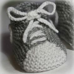 free baby knit bootie pattern More - agnes melis - - patron tricot chausson bébé gratuit Plus free baby knit bootie pattern More - Booties Crochet, Crochet Shoes, Crochet Slippers, Baby Knitting Patterns, Crochet Patterns Free Women, Knitting For Kids, Tricot Baby, Shoe Basket, Knit Baby Shoes