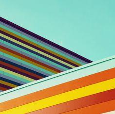 Una Berlino colorata, geometrica e minimalista quella raccontata dai (bellissimi) scatti di Matthias Heiderich.