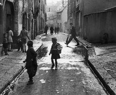 paris street scene, 1954 ©sabine weiss