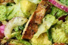 Aprenda a fazer a salada de frango com abacate:   Experimente esta refrescante salada de frango e abacate