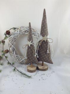 **------  2 wunderschöne Tannenbäume für eure ganz individuelle Deko !  ------**  Hier habe ich für euch 2 Tannenbäume entworfen, genäht und dekoriert.  ... Ob als Deko für die Fensterbank ... als...