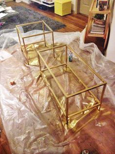 Fantastic No Cost IKEA hack: gold and marble VITTSJÖ nesting tables - . Concepts On among my really frequent trips to IKEA I discovered cheaper missing platforms which were an idea Diy Hanging Shelves, Floating Shelves Diy, Diy Wall Shelves, Mason Jar Crafts, Mason Jar Diy, Bottle Crafts, Diy Home Decor Projects, Diy Projects To Try, Spray Paint Projects