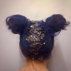 Blue Hair and Glitter anyone? Jazz up your hair for those Festivals. Festival Faces have created many more looks just like this Creative Hairstyles, Messy Hairstyles, Pretty Hairstyles, Glitter Hair Spray, Glitter Roots, Hair Inspo, Hair Inspiration, Festival Hair, Halloween Hair