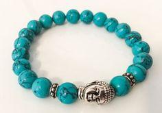 Ein dehnbar Armband aus faux Türkis Perlen und einen wunderschönen silbernen Buddha-Kopf. Diese sind etwas größer, Perlen (8mm). Sie können Ihre gewünschte Armband-Größe in Zoll aus dem Drop-down-Menü auswählen.  Handgefertigt mit Liebe auf die dicksten dehnbaren Schnur, die nicht lose oder schlaff werden.  Dieses Armband wird in einer niedlichen Hand bemalte Geschenkbox mit einer hübschen Schleife, alles bereit für das schenken ankommen.  Dieses Armband würde eine große…